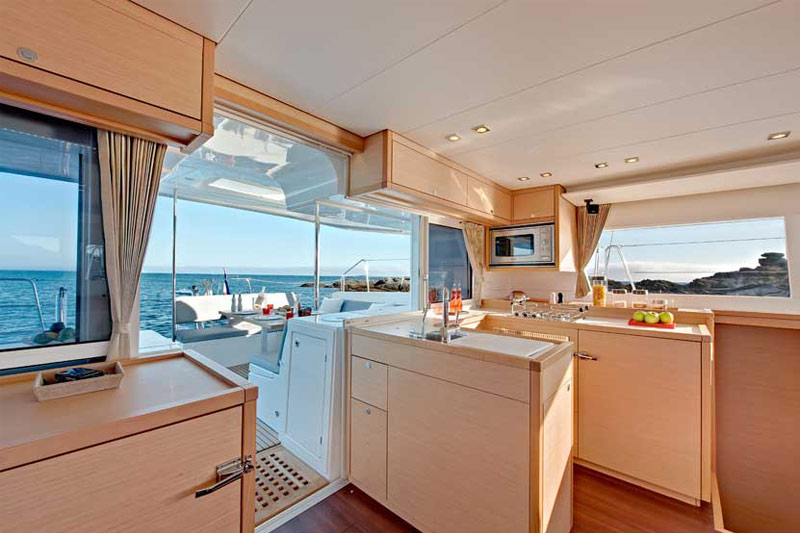 Noleggio catamarani lagoon 450 3 cabine sea land for Charter di cabine bvi