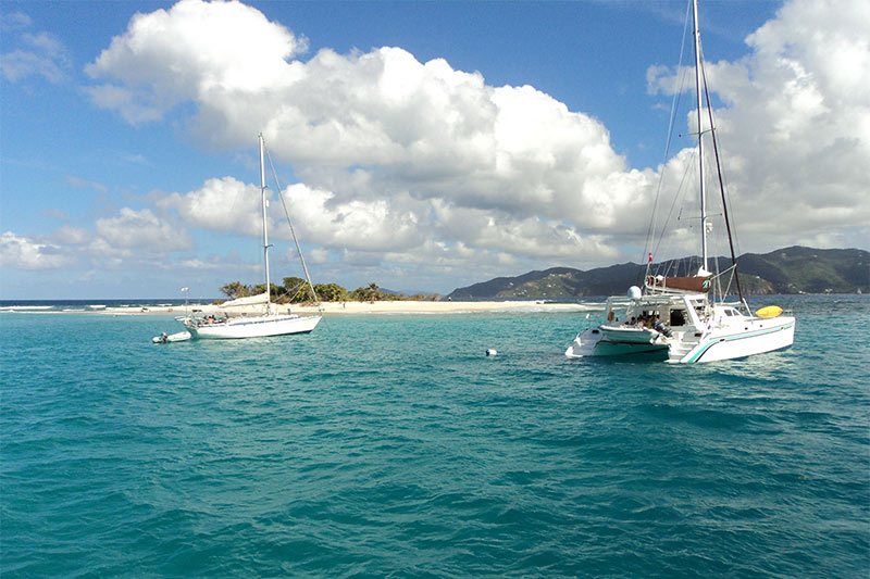 Crociera in catamarano ai caraibi alle isole vergini for Charter di cabine bvi